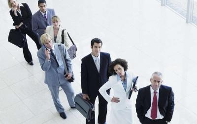 Чтобы не стоять в очередях при постановке на учет машины, можно воспользоваться услугами специальных компаний