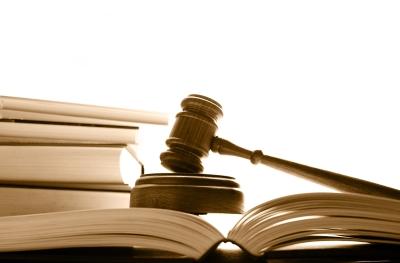 Если сотрудник ДПС во время разговора нарушает права водителя, в течение 10 дней на него можно подать в суд