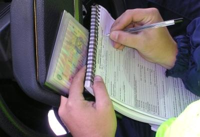 Если водитель нарушил закон, то при общении с ГИБДД лучше не спорить и спокойно принять протокол для оплаты штрафа