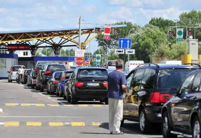 Иностранцам, прибывшим в РФ на собственной машине, требуется национальное или международное водительское удостоверение
