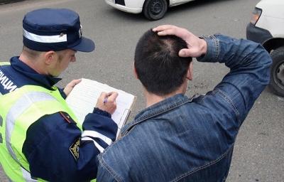 Как быть, если сотрудник ГИБДД отказывается вностить в протокол факт о том, что виновник ДТП - без прав?