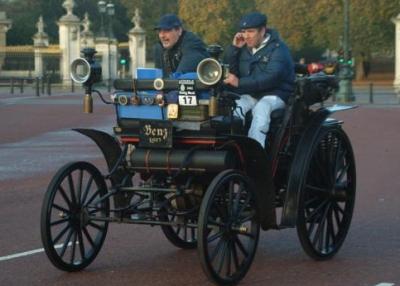 Первые водительские права без категории появились в 1893 году