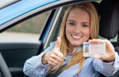 После успешного прохождения обучения в автошколе и медкомиссии выдаются водительские права