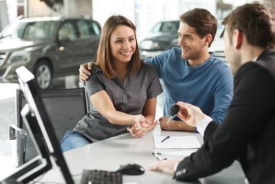 Прежде чем заключить контракт на автокредит в банке, следует внимательно изучить все предложения