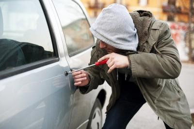 Снятие с учета угнанного автомобиля возможно только через 2 года, когда прекратится розыск