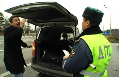 Сотрудник ДПС имеет право на досмотр автомобиля при поиске предметов, участвовавших в правонарушении