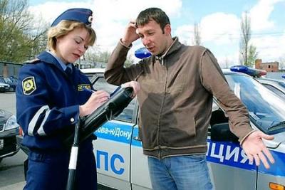 Сотрудники ДПС имеют право попросить водителя выйти из автомобиля в урегулированных законом ситуациях