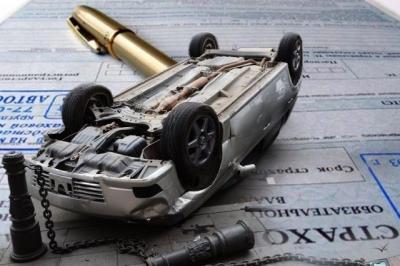 Страхование ОСАГО обязательнол для каждого водителя, а дополнительные услуги - нет