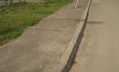 Чтобы точнее разобраться в ПДД, важжно понимать, что такое тротуар и в каких случаях наезд на него не карается законом