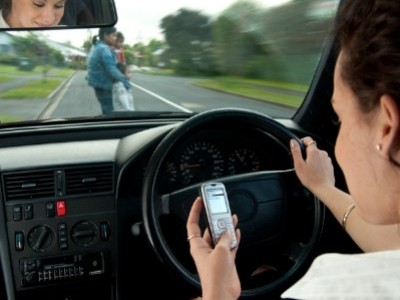 Какое наказание грозит водителю за использование телефона за рулем?
