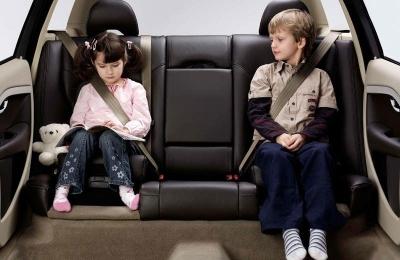 Какой штраф получит водитель за перевозку детей без ремня безопасности?