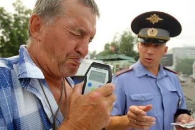 В каких случаях сотрудник ГИБДД может провести освидетельствование при подозрении на вождение в пьяном виде?
