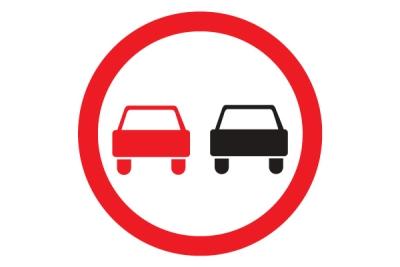 Выезд на встречку запрещен, если стоит знак о запрете обгона