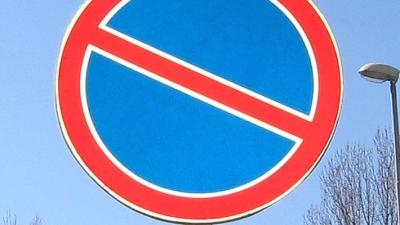 За парковку под знаком Стоянка Запрещена положен штраф от 1500 до 3000 рублей