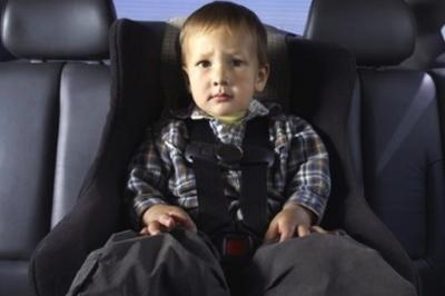 За перевозку детей без детского кресла водителю назначается штраф в размере 3000 р