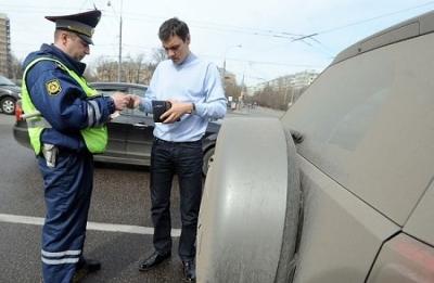 За выезд на встречку положен штраф в размере до 5000 рублей