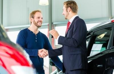 организация продает автомобиль физическому лицу