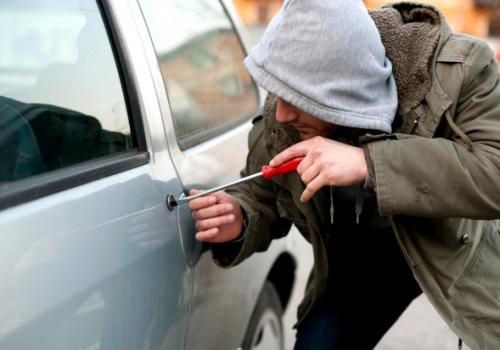 Что делать в случае кражи вещей из автомобиля